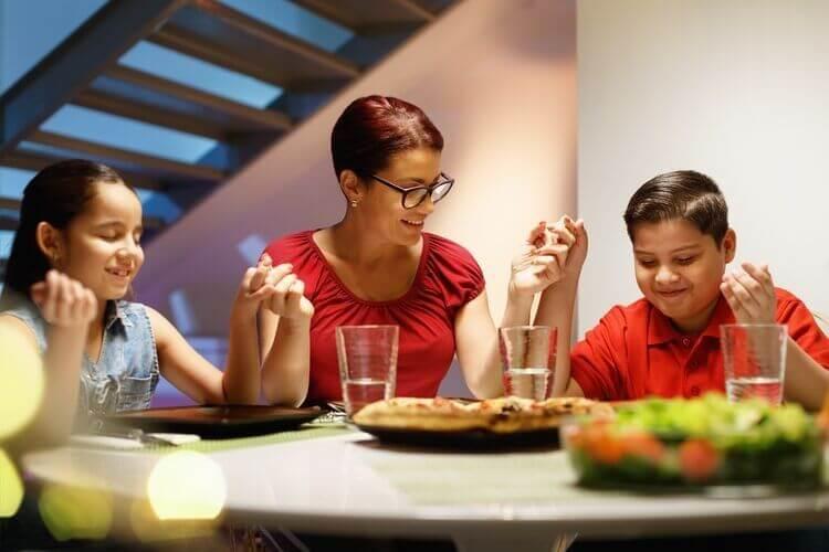 mindfulness-mindful-eating-book-manger-en-pleine-conscience-mindfulness-family-manger-en-pleine-conscience-meditation-pleine-conscience-avis